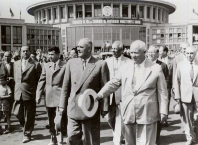 gheorghiu-dej-ai-hrusciov-la-aeroportul-baneasa-din-bucuresti-in-iunie-1960-ceausescu-in-plan-secund