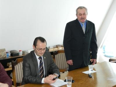 Viorel Tepele a fost instalat la sefia Garzii in aprilie 2013, de catre prefectul Claudiu Pop, dupa ce predecesorul sau, liberalul Gheorghe Ratiu, a fost arestat pentru abuz in serviciu si luare de mita