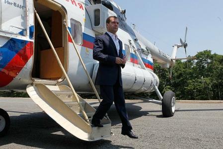 medvedev-coborand-din-avion