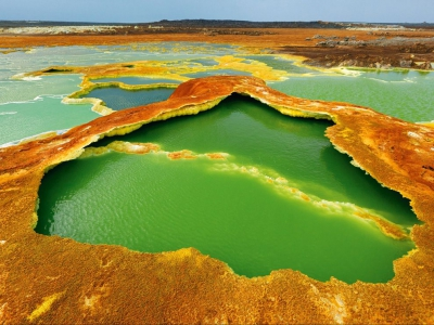 hot-springs-afar-steinmetz_49123_990x742