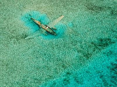 submerged-plane-bahamas_46142_990x742