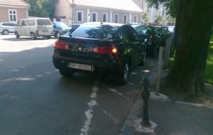 masina lui bolojan, parcata peste marcajul rutier, in 2010