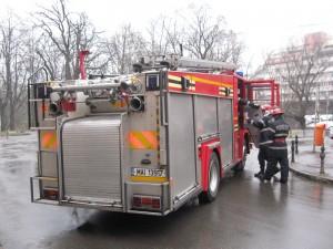 Pompierii au venit cu doua autospeciale