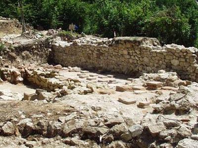 ruinele cetatii romane Alburnus Maior de la Rosia Montana