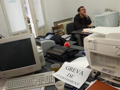 FUNCTIONARI PUBLICI - GREVA sursa mediafax