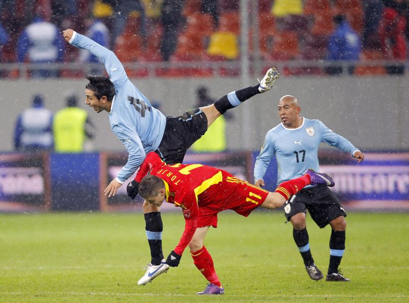 Torje a centrat la golul Romaniei cu Uruguay, marcat de Bogdan Stancu. FOTO: EPA; credit: Jurnal bihorean (Inform Media)