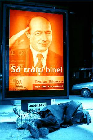 sa traiti bine - afis electoral basescu 2004