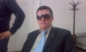 bitea cristian vasile se protejeaza de soare indoor sursa: blog.bitea.ro - dar acum pozele sunt parolate