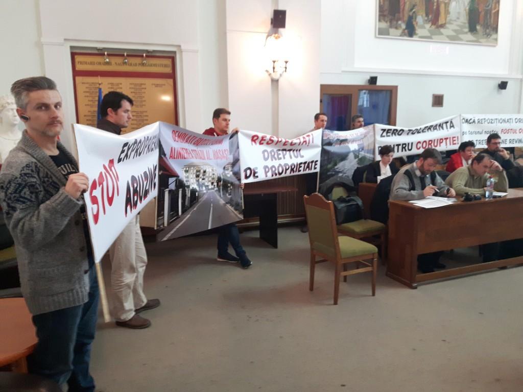 Salem protestează în Consiliul Local