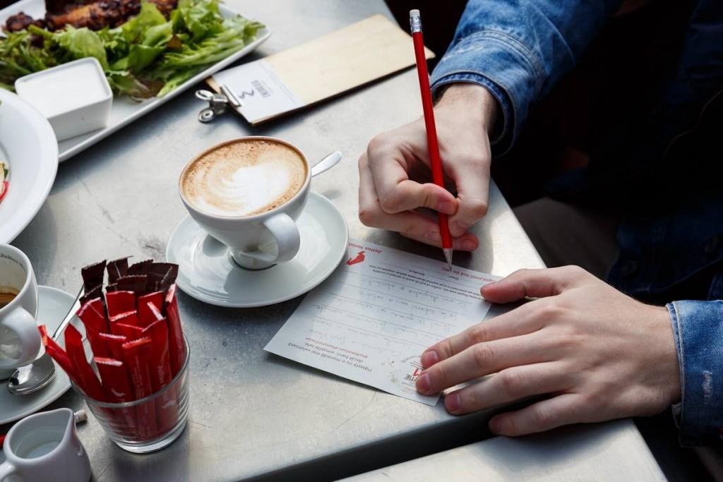 400 de bihoreni si-au platit cafeaua scriind poezii, intr-o campanie initiata de Julius Meinl