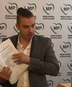 Horea Vuşcan, îmbrăcat ca un playboy politic