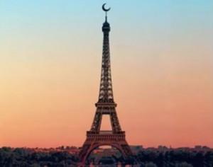 O proiecţie: Turnul Eiffel cu Semiluna. Vă place?