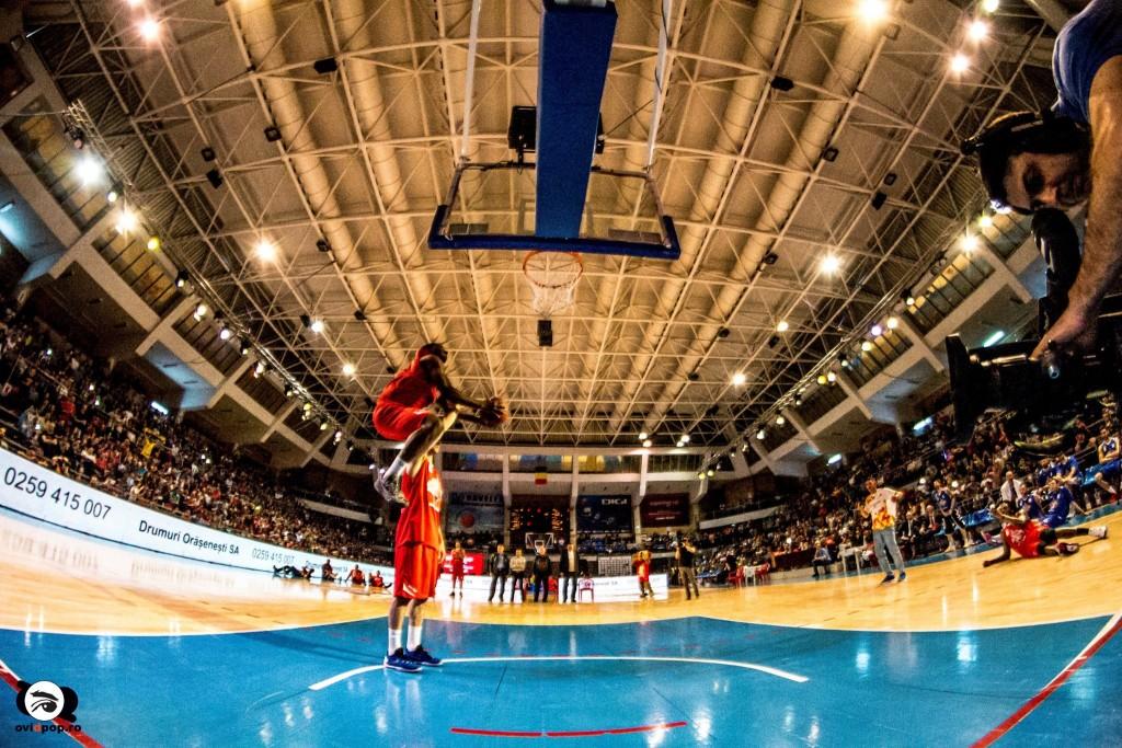Concursul de slam-dunk FOTO: OVI D. POP