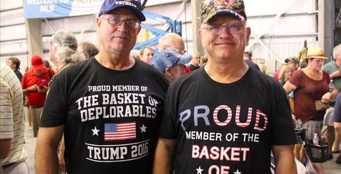 """""""Deplorabilii"""" lui Trump au ironizat-o pe Clinton"""