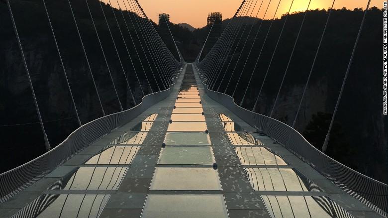podul-chinezesc-de-sticla