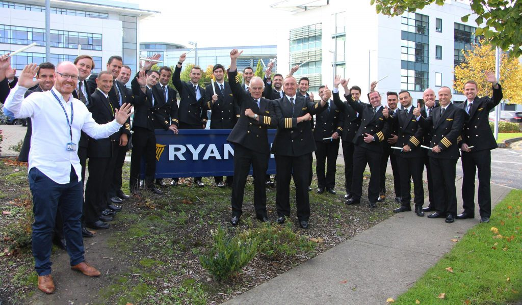 Ryanair aduce 20 de noi piloti