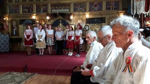 VisitBihor Descopera Bihor - biserica de lemn din Beznea, Festivalul de Pricesne din Rosia, Pensiunea Dorel Codoban din Lazuri de Beius, Lacul Vida din Luncasprie
