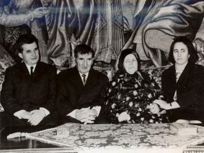 ceausescu-cu-sotia-si-parintii